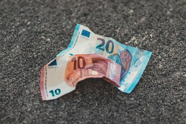 geld verdienen met je boek: over royalty's voorschot, eigen exemplaren en stichting lira bibliotheekinkomsten
