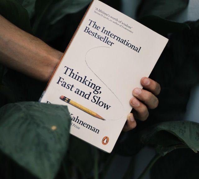 Waarom fouten in het begin van je boek zwaarder wegen voor de lezer, vanwege de twee verschillende denksystemen (Kahneman)