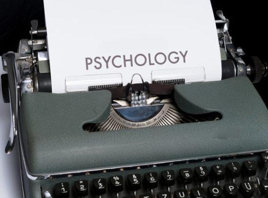 Hoe schrijf je het eerste hoofdstuk van je boek? Gebruik deze drie technieken uit de psychologie